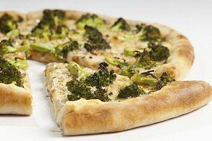Naan Crust Broocoli Pizza