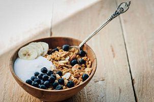 Gluten-Free Blueberry and Banana Yogurt Crisp
